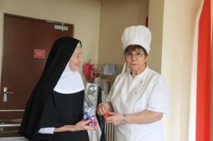 Heureusement, Mère Béatrice n'a pas peur d'Adriana ;-)...